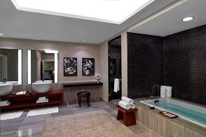 Hakone Suite Bathroom